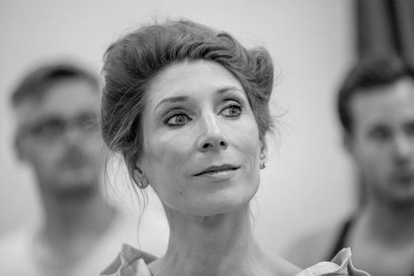 Valerie Cutko (Raffaela) Photo