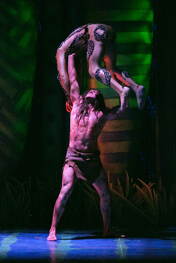 bww reviews 3 d theatricals 39 tarzan the musical is a swinging success. Black Bedroom Furniture Sets. Home Design Ideas