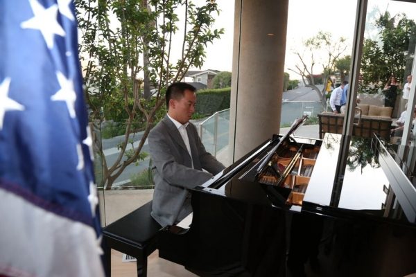 Photo Flash: Tenor Anthony Kearns Headlines Private Concert for Wells of Life Charity in California