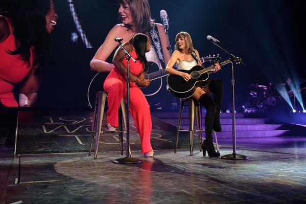 Uzo Aduba and Taylor Swift