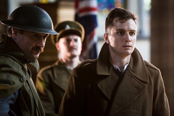 Andrew Hodges and Freddie Stewart (HENRY V) with the cast