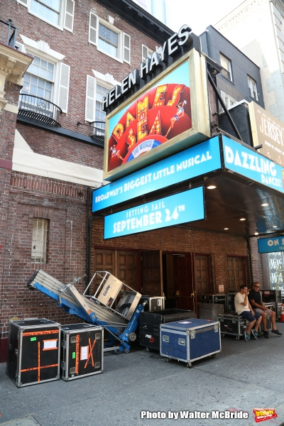 'Dames at Sea' The Musical loads into the Helen Hayes Theatre Photo