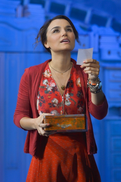 Samantha Barks as Amelie