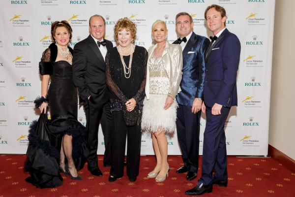 Ann Vanness, Gilbert Holmes, Shirley MacLaine, Michele Becker, Patrick Mundt and Chri Photo