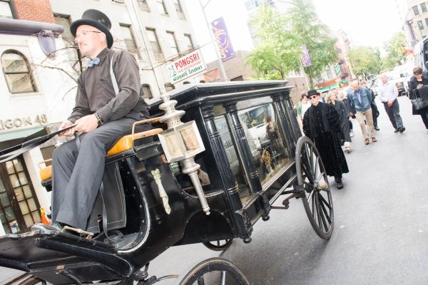 To mark the occasion of Jefferson Mays'' 6,000th death in Broadway''s A GENTLEMAN''S GUIDE TO LOVE AND MURDER, the production held a funeral procession down West 48th Street, as cast members and fans, all dressed in mourning attire, followed Mr. Mays, lyi