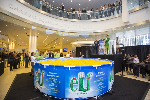 In preparation for ELF THE MUSICAL this winter at Madison Square Garden, the show held a Snow Globe Challenge in Chase Square.