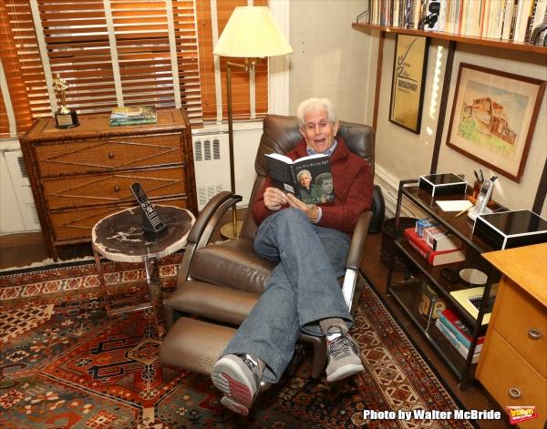 Photo Coverage: Tony Roberts Takes Home New Memoir DO YOU KNOW ME?