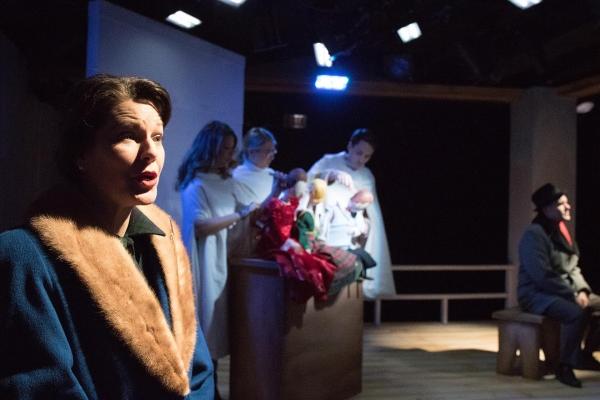 (foreground) Loretta Rezos; (background) Sarah Gitenstein, Kristen Johnson, Sam Hubbard and Ed Dzialo
