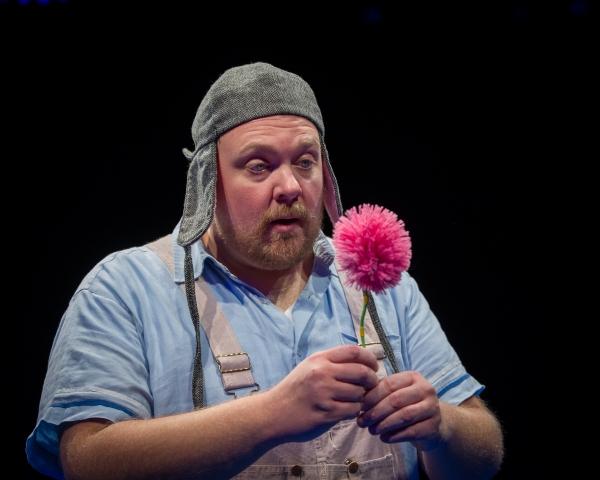 Michael Aaron Lindner stars as ''Horton the Elephant''