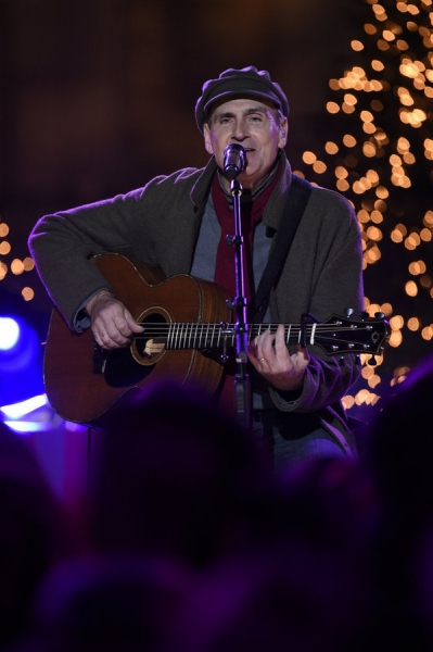 "CHRISTMAS IN ROCKEFELLER CENTER -- Pictured: James Taylor rehearses for NBCÕs �'Christmas in Rockefeller Center�"" -- (Photo by: Peter Kramer/NBC)"