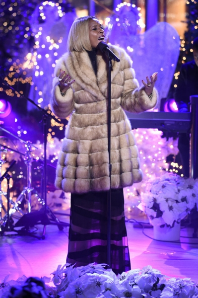 CHRISTMAS IN ROCKEFELLER CENTER -- Pictured: Mary J. Blige rehearses for NBCÂ�¿�s Â�¿�Christmas in Rockefeller CenterÂ�¿�  -- (Photo by: Peter Kramer/NBC)