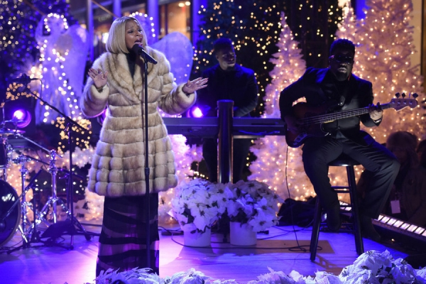 CHRISTMAS IN ROCKEFELLER CENTER -- Pictured: Mary J. Blige rehearses for NBC�s �Christmas in Rockefeller Center�  -- (Photo by: Peter Kramer/NBC)