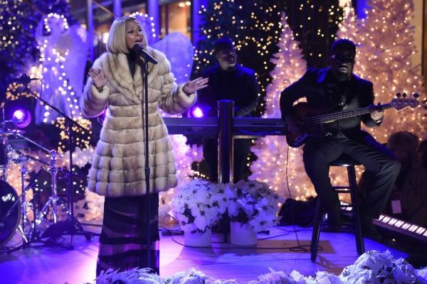 CHRISTMAS IN ROCKEFELLER CENTER -- Pictured: Mary J. Blige rehearses for NBCÂ�¿�s Â�¿�Christmas in Rockefeller CenterÂ�¿�  -- (Photo by: Peter Kramer/NBC)