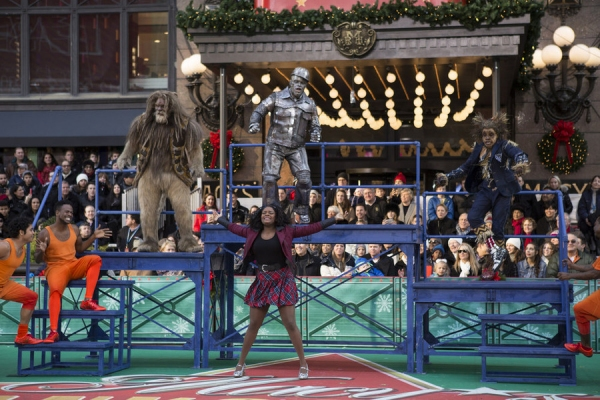 THE 89TH ANNUAL MACY''S THANKSGIVING DAY PARADE -- Pictured: (l-r) David Alan Grier as The Cowardly Lion, Shanice Williams as Dorothy, Ne-Yo as Tin-Man, Elijah Kelley as Scarecrow -- (Photo by: Eric Liebowitz/NBC)