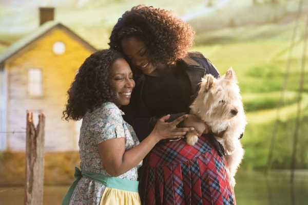 Stephanie Mills as Auntie Em, Shanice Williams as Dorothy