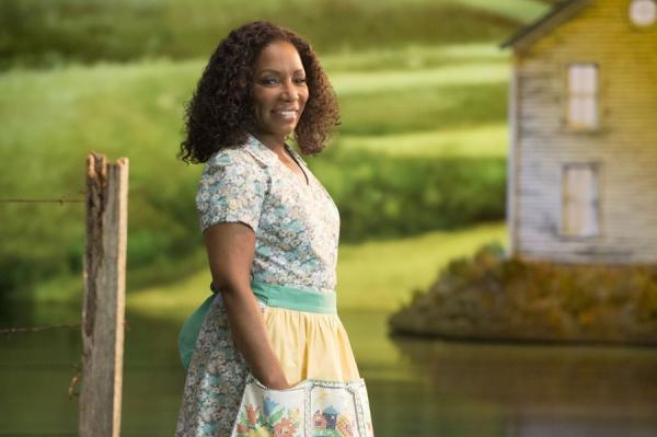 Stephanie Mills as Auntie Em