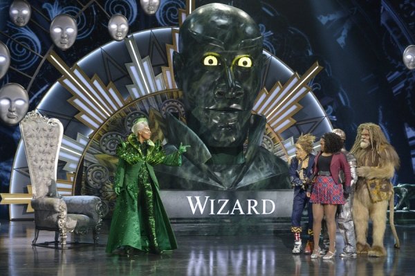 THE WIZ LIVE! -- (l-r) Queen Latifah as The Wiz, Elijah Kelley as Scarecrow, Shanice Williams as Dorothy, David Alan Grier as Lion -- (Photo by: Virginia Sherwood/NBC)