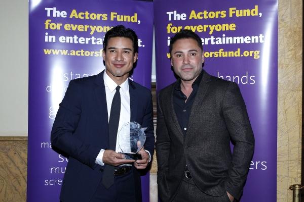 LOS ANGELES - DEC 3: Oscar De La Hoya, Mario Lopez at the The Actors Fund�¿�s Looking Ahead Awards at the Taglyan Complex on December 3, 2014 in Los Angeles, California