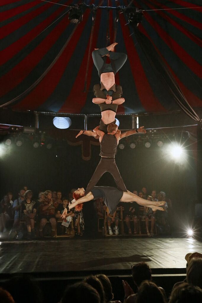 BWW Review: Casus Circus Brings KNEE DEEP To Thrill And Amaze SYDNEY FESTIVAL Audiences