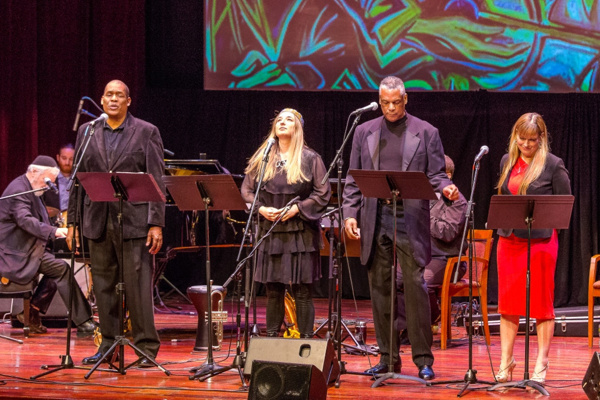 From left to right: Tony Perry, Magda Fishman, Elmore James, Lisa Fishman. Photo by Victor Nechay (properpix.com)