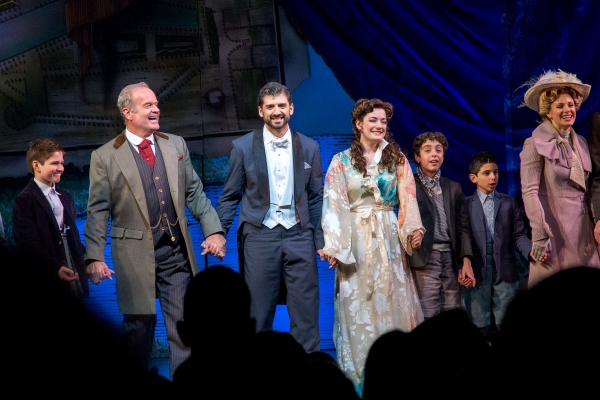 Kelsey Grammer, Tony Yazbeck, Laura Michelle Kelly and the cast of FINDING NEVERLAND