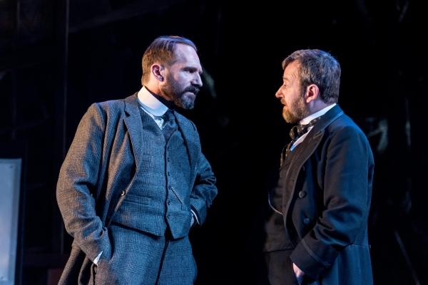 Ralph Fiennes, James Dreyfus