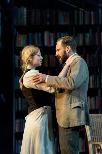 Sarah Snook, Ralph Fiennes
