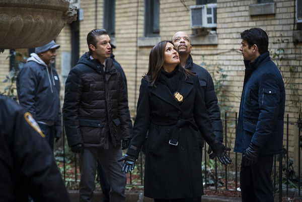 LAW & ORDER: SPECIAL VICTIMS UNIT -- ''Forty-One Witnesses'' Episode 1714 -- (l-r) Peter Scanavino as Dominick ''Sonny'' Carisi, Mariska Hargitay as Lieutenant Olivia Benson, Ice-T as Detective Odafin ''Fin'' Tutuola, Andy Karl as Sgt. Mike Dodd