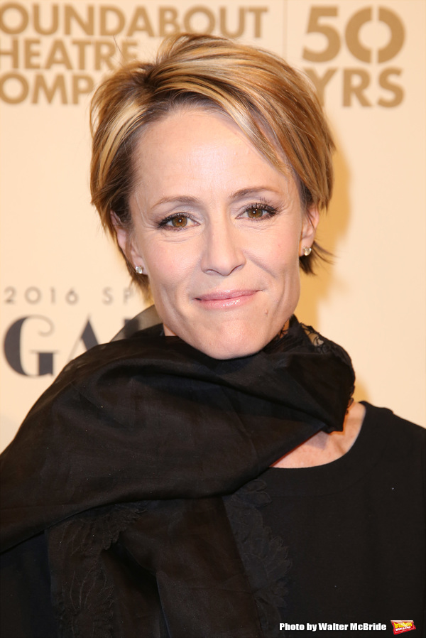 The gorgeous Rotten Tomatoes actress Mary Stuart Masterson is worth $3 million