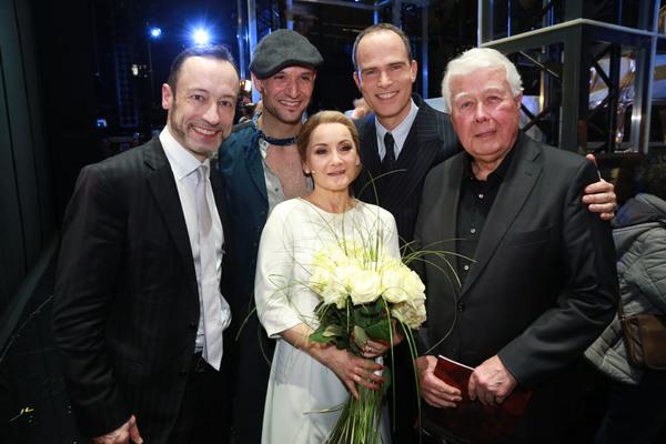 Drew Sarich, Katharine Mehrling und Thomas Borchert mit Christian Struppeck und Peter Weck