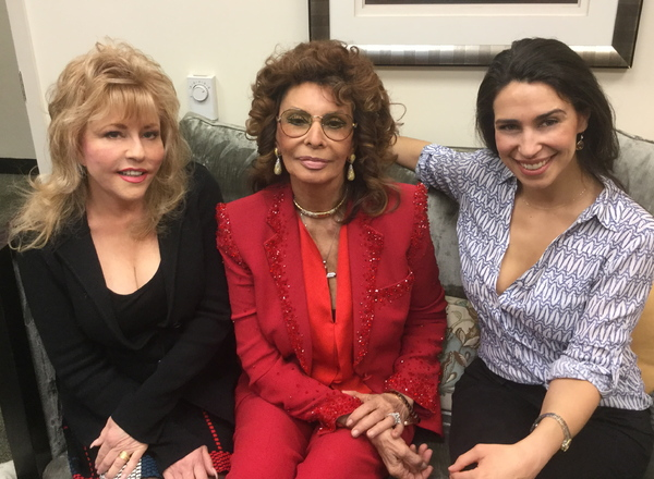 Photo Flash: Sophia Loren Welcomes RUTHLESS! Friends Backstage at THE VIEW