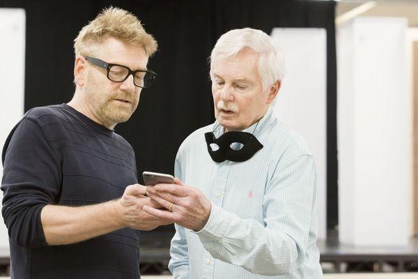 Kenneth Branagh, Derek Jacobi