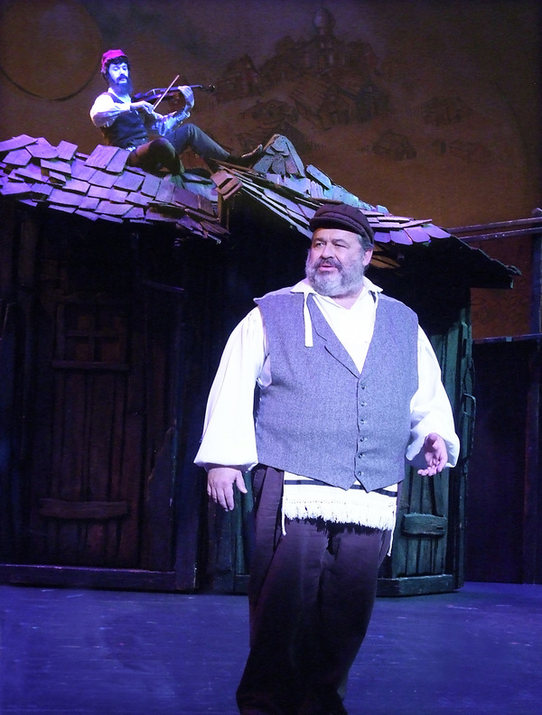 The Fiddler (Max Herzfeld) and Tevye (John Massey)