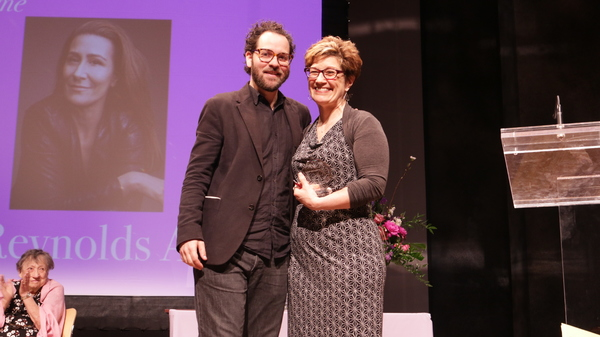 Sam Gold presents the Lee Reynolds Award to Lisa Kron