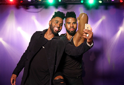 PHOTO: Jason Derulo Meets His Wax Double for the First Time
