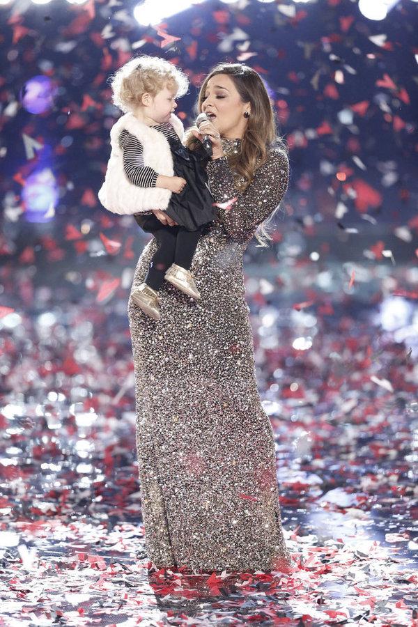 Photo & Video: Broadway Alum Alisan Porter Wins NBC's THE VOICE!