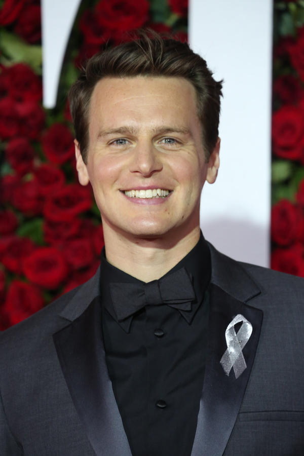 jonathan groff - photo #42