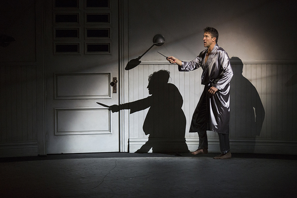 Jonathan Cake as Macbeth