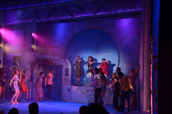 Heather Patterson King, Michelle Dawson, Robin Lounsbury and the cast of Mamma Mia! Photo
