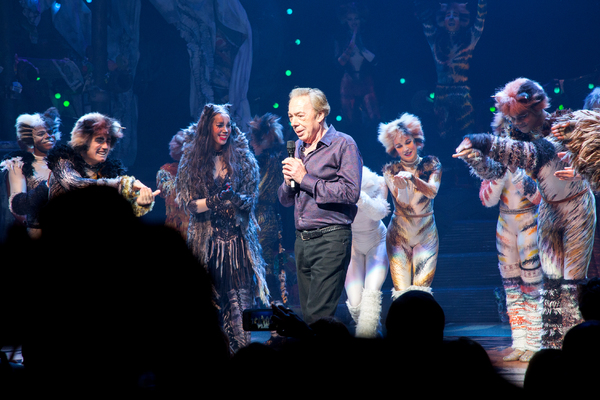 Andrew Lloyd Webber and the cast of CATS