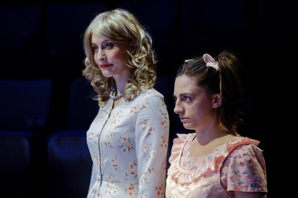 Laura Matthews, Jessie Hart