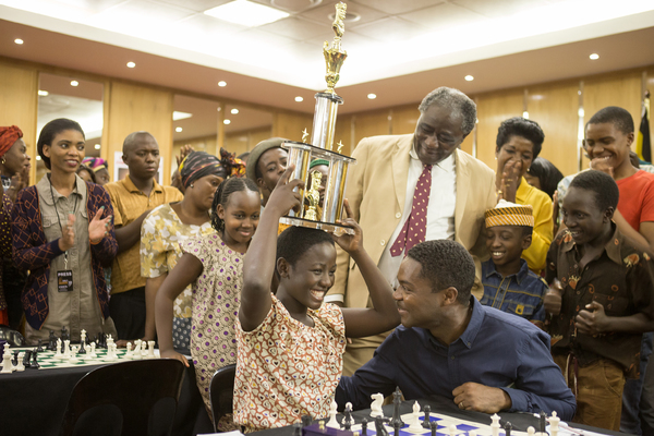 David Oyelowo is Robert Katende and Madina Nalwanga is Phiona Mutesi in Disney's QUEEN OF KATWE, the vibrant true story of a young girl from the streets of rural Uganda whose world rapidly changes when she is introduced to the game of chess. Oscar (TM) Lu