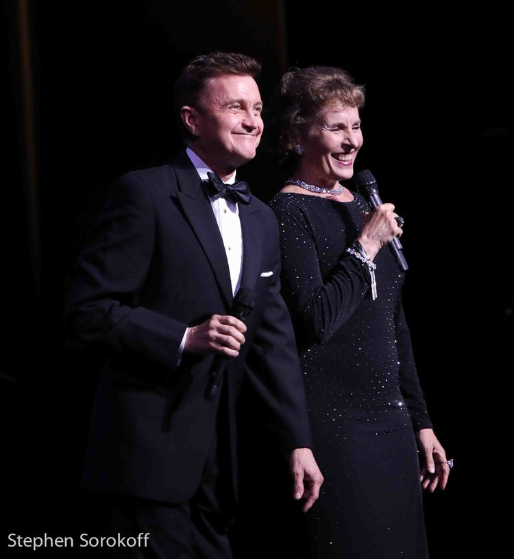 BWW Review: Cabaret Celebrates Stephen Sondheim in Night Two of the Mabel Mercer Foundation Cabaret Convention (10/19)