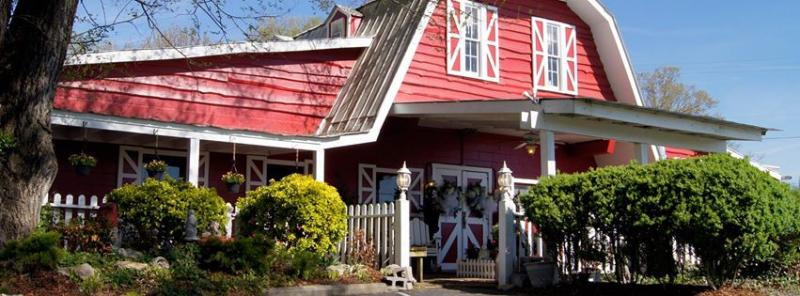 BWW Review: Chaffin's Barn Does RED, WHITE & TUNA Up Right