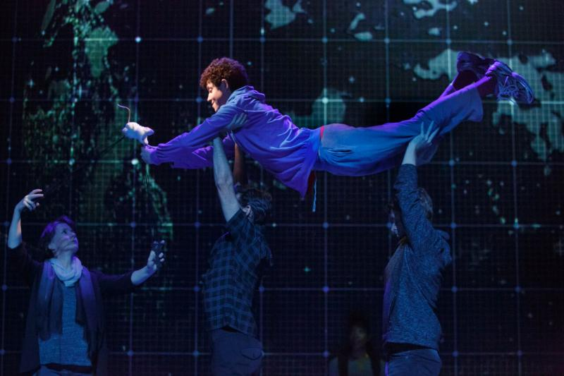 BWW Review: A Young Man's Brain is our Stage in THE CURIOUS INCIDENT OF THE DOG IN THE NIGHT-TIME