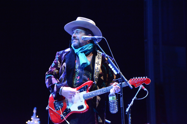 Photo Coverage: THE MAVERICKS Sleigh Bells Ring Out!