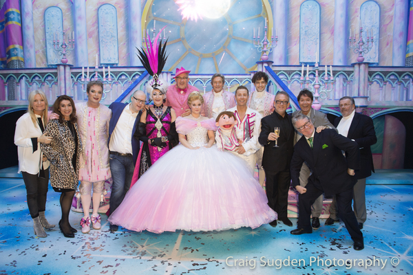 Gaby Roslin, Jane McDonald, Michael Harrison, Nick Thomas, Cliff Richard, Jim Davidson, and Laurie Mansfield with the cast of CINDERELLA