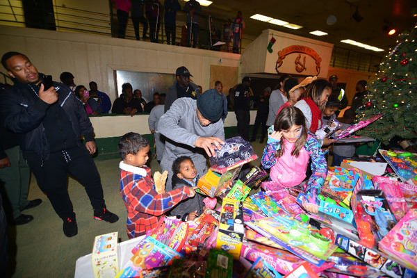 Photo Flash: Tip 'T.I.' Harris Joined Atlanta Doctors to Make Christmas Special for Thousands of Atlanta Kids