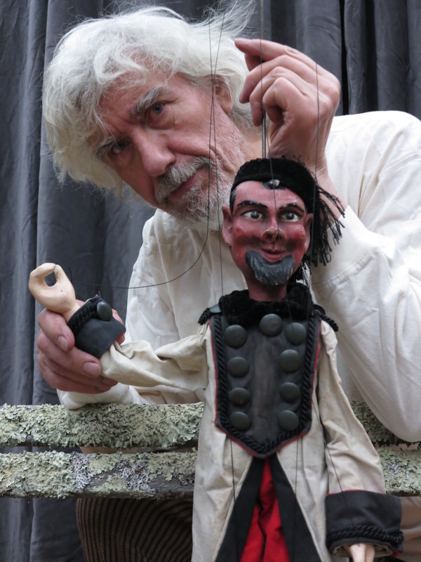Vit Horejs and Charcoal Burner puppet from 'Three Golden Hairs of Grandfather Wisdom. Photo