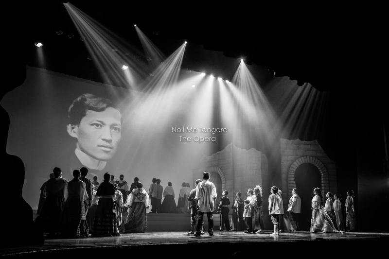 BWW Review: NOLI ME TANGERE, The Opera Goes For A Grand Staging